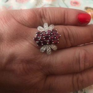 Jewelry - BNWOT women's beautiful garnet ring.